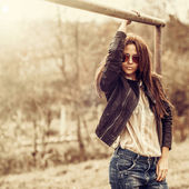 Beautiful woman in sunglasses - outdoor fashion partrait  — Stock Photo