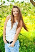 Güzel kız portre - açık havada — Stok fotoğraf