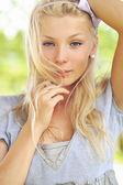 Rostro de mujer hermosa - retratos al aire libre — Foto de Stock