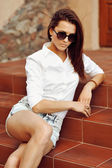 Outdoor fashion closeup portrait of young pretty woman in sungla — Foto de Stock
