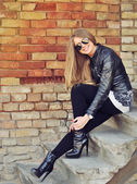 Attractive blonde woman outdoor portrait  — 图库照片