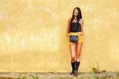 Full length portrait of fashionable brunette woman in sunglasses — 图库照片