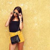 Fashionable brunette woman portrait in sunglasses   — 图库照片