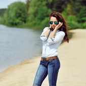 Sexy woman in sunglasses outdoor fashion portrait — 图库照片