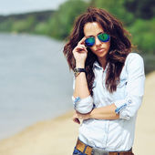 Beautiful brunette outdoor fashion portrait  — 图库照片