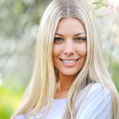 Beautiful woman face closeup — Stock Photo