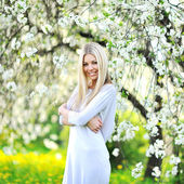 Beautiful blonde woman in spring — Стоковое фото
