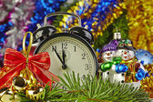 Christmas decoration and clock — Stockfoto