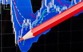 Tableau financier et l'arrière-plan rouge pencil.dark. f sélective — Photo