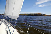 Yacht. Sailing on the lake in autumn sunny day. Luxury Lifestyle — Stock Photo
