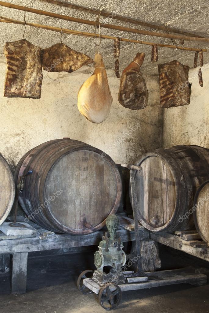int rieur de la tr s vieille cave vin photographie fineart 18062029. Black Bedroom Furniture Sets. Home Design Ideas