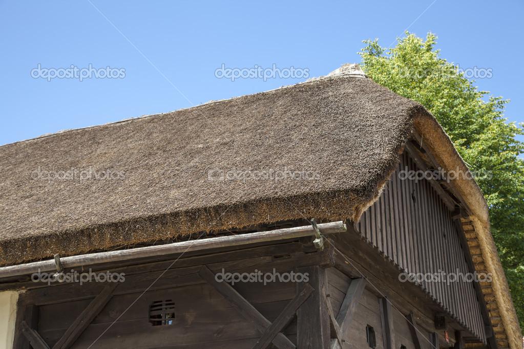 用茅草稻草屋顶