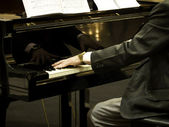 Pianist playing the piano — Stock Photo