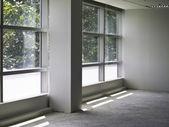 Interior de la oficina con la pared de cristal — Foto de Stock