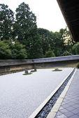 Famous zen garden of the Ryoan-ji temple in Kyoto — Stock Photo