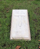 Gravestone with christian cross and text space — Stock Photo