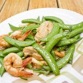 Thai-food Fried shrimp, pork and sweet peas. — Stock Photo