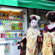 KYOTO, JAPAN - OCT 21 2012: Japanese ladies in traditional dress — Lizenzfreies Foto