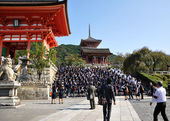 KYOTO- OCT 21: Field visit at Koyomizu temple, a famous tourist — Stock Photo
