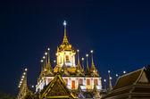 Skymning vid wat ratchanatdaram worawihan tempel, bangkok thailan — Stockfoto