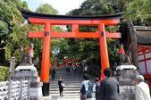 Torii kapılarında fushimi inari tapınak, kyoto, japonya — Stok fotoğraf