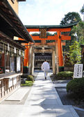 Zen priest against Fushimi Inari Taisha Shrine — Стоковое фото