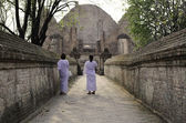Nuns at Wat Maheyong Temple, Ayutthaya, Thailand — Stock Photo