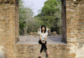 Beautiful woman at Wat Maheyong Temple, Ayutthaya province, Thai — Stock Photo
