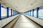 Leere langen korridor — Stockfoto
