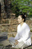 Asian woman meditating yoga — ストック写真