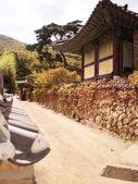 Korejština stylizované architektury, beomeosa chrám — Stock fotografie