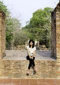 美丽的女人在 wat maheyong 寺 — 图库照片