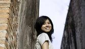 Beautiful young girl at Wat Maheyong Temple — ストック写真