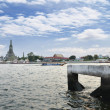 Wat Arun (Temple of Dawn) Across Chao Phraya River, Bangkok, Tha — Stock Photo
