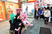 TOKYO - NOV 24 2013: Japanese girls in cosplay outfit gather around Harajuku train station in Tokyo — Stock Photo