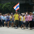 BANGKOK - DEC 9: Anti-government protesters march to Government House — Stock Photo