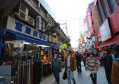 TOKYO, JAPAN - NOVEMBER 22 : Ameyoko market in Ueno District — Stock Photo