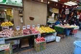 TOKYO, JAPAN- NOVEMBER 22, 2013: Ameyoko is market street,which — Foto de Stock