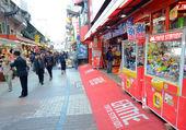 TOKYO, JAPAN - NOVEMBER 22 : Ameyoko market in Ueno District at — Stock Photo