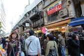 東京、日本-2013 年 11 月 22 日: アメ横市場通り、東京、日本 — ストック写真