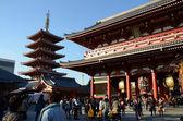TOKYO, JAPAN - NOV 21: The Buddhist Temple Senso-ji in Asakusa — Stock Photo