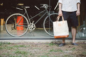 Man with canvas bag and vintage bicycle — Stock Photo
