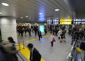 Yokohama, Giappone - 27 novembre: stazione, persone che attraversano in yokohama — Foto Stock