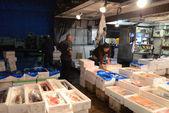 Tokio - nov-26: meeresfrüchte-anbieter bei der tsukiji großhandel meeresfrüchte — Stockfoto
