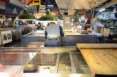 TOKYO - NOV 26: Seafood vendors at the Tsukiji Wholesale Seafood — Stock Photo