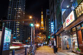 TOKYO, JAPAN - NOVEMBER 28: View of busy street at night with To — Foto de Stock