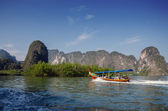 Amazing scenery of National Park in Phang Nga Bay with tourist b — Foto de Stock
