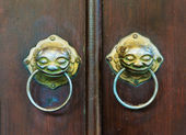 Chinese door with a lion head. — Stock Photo