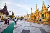 RANGOON, MYANMAR - 11 October 2013 : Shwedagon Pagoda in Rangoon — Stock Photo