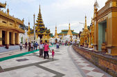 RANGOON, MYANMAR - 11 October 2013 : Shwedagon Pagoda in Rangoon — Stock Photo